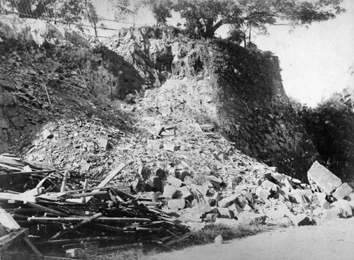 Damage to the western side of Kumamoto Castle after the 1889 earthquake.